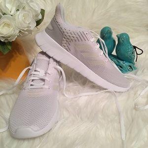 NWT adidas Asweerun White Women Size 8